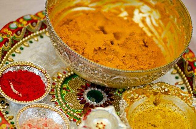 Fullonshaadi-Indian-Wedding-Ceremonies-The-Significance-of-the-Haldi-Ceremony-Haldi-Plate