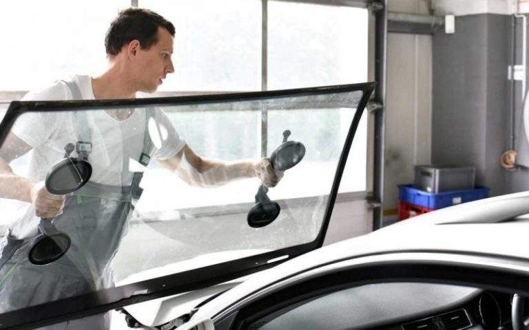 Tips to Deal With Windshield Scratches