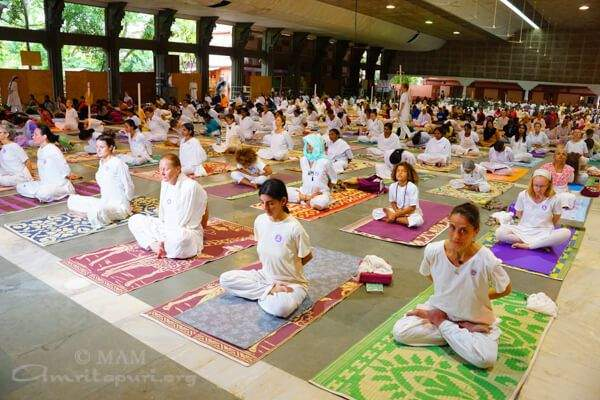 Ashram Yoga – The Spiritual Tradition of Yoga From Past to Present