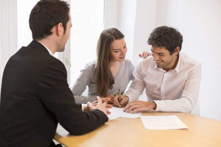 How Hiring Conveyancing Solicitors Can Help