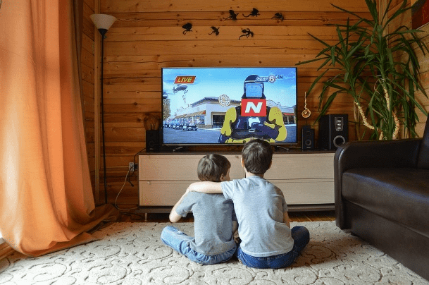 How to Entertain Kids When You Work at Home
