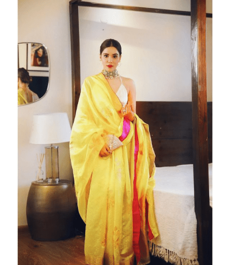 pallu out saree style