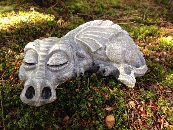Know About DIY Garden Sculptures Made With Concrete Molds