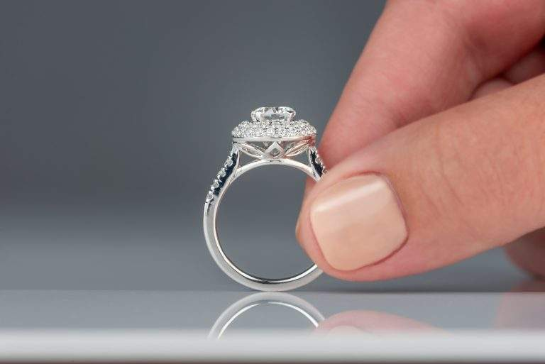 What are Some Basic Tips to consider When Shopping for a Diamond Engagement Ring?