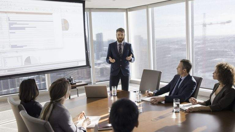 How Portable Projection Screen Can Help in Business Marketing